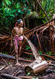 人Mentawai部落在密林进来 图库摄影