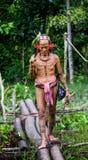人Mentawai部落在密林进来 免版税库存图片