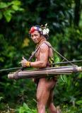 人Mentawai部落在密林 图库摄影