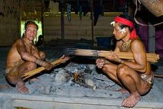 人Mentawai部落箭头为寻找做准备 免版税库存图片
