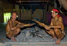 人Mentawai部落箭头为寻找做准备 免版税库存照片