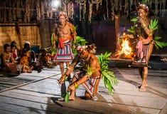 人Mentawai部落舞蹈礼节舞 免版税图库摄影