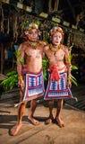 人Mentawai部落舞蹈礼节舞 免版税库存照片