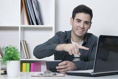 年轻人studing和事务 免版税库存图片