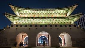 人Timelapse Gwanghwamun门的在汉城,韩国
