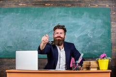 什么愚笨的想法 老师想知道的低级知识 什么是您谈论 令人不快的奇迹 有胡子的人 库存照片