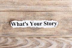 什么是您的在纸的故事文本 词什么是您的在被撕毁的纸的故事 com概念小雕象图象其它正确的常设文本 库存照片