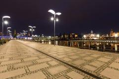 什切青在波兰/城市在历史建筑学的夜/waterfont视图之前 库存图片