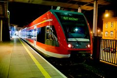 什切青,波兰- 2016年11月28日:新的现代城市间的火车红色 免版税库存图片