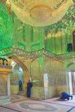 什叶派祈祷里面清真寺萨耶德Alaeddin Hossein, Shir 库存图片