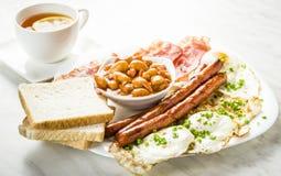 仅英式早餐与一杯茶 免版税库存图片