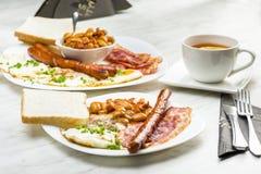 仅英式早餐与一杯茶 库存照片
