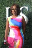 今天上午CBS Gayle国王的联合主持人蓝色地毯的在美国公开赛2017年首场演出仪式前 库存照片