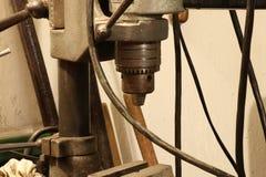 仍然使用为操练的一名老铁钻眼工人 库存照片
