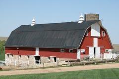 仍然加点我们的风景的美妙的老谷仓 库存照片