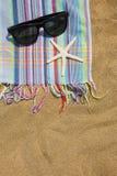仍然海滩生活毛巾 免版税库存照片