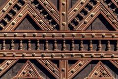 从一个华丽教会门的细节 库存照片