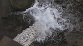 从一个大管子的污水流程到水库里 影视素材