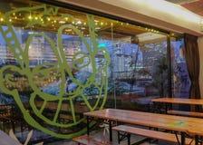 从一个屋顶酒吧的都市风景视图在新加坡 图库摄影