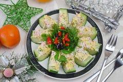 从一个新鲜的黄瓜的开胃菜用蟹肉、鸡蛋、乳酪和莳萝 库存图片