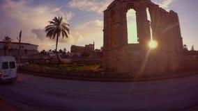 从一个正统基督徒寺庙的圣拉丁` s乔治教会废墟的晚上太阳在Famagu的郊区古老堡垒  股票录像