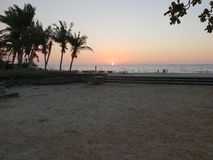 从一个海滩的日落在北伊罗戈省,菲律宾 图库摄影