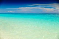 从一个海滩的美丽的蓝色海运在泰国 免版税库存图片