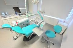从一个现代牙科医生办公室的详细资料 库存照片