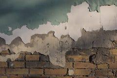 从一个老砖墙的抽象设计背景有安心的创造样式的依然是绿色和白色油漆 库存照片
