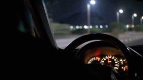 从一出租车司机的后面看法在埃及,在度假胜地附近乘坐在晚上 股票视频