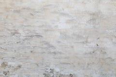 从一块白色砖的老墙壁与一规则放置 与 库存照片