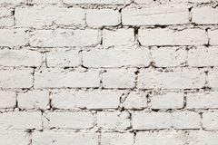 从一块白色砖的老墙壁与一规则放置 库存图片