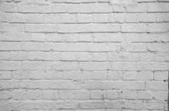 从一块白色砖的老墙壁 直接的Gorizontal 库存照片