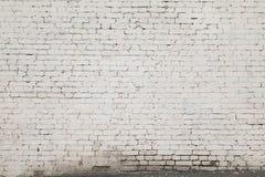 从一块白色砖直接的Gorizontal的老墙壁 免版税库存图片