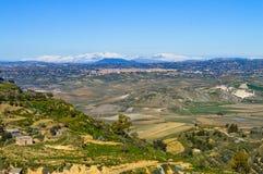 从一处美好的西西里人的风景的马扎里诺,卡尔塔尼塞塔,意大利,欧洲的看法 免版税图库摄影