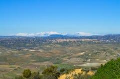 从一处美好的西西里人的风景的马扎里诺,卡尔塔尼塞塔,意大利,欧洲的看法 免版税库存图片