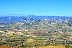 从一处美好的西西里人的风景的马扎里诺,卡尔塔尼塞塔,意大利,欧洲的看法 库存图片