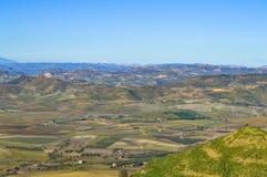 从一处美好的西西里人的风景的马扎里诺,卡尔塔尼塞塔,意大利,欧洲的看法 库存照片
