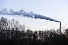 从一家工厂的抽烟的烟囱在波兰 库存照片
