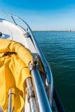 从一条小船的看法在海洋 异乎寻常的暑假旅行远航 库存照片