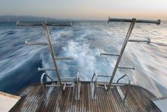 从一条移动小船的视图 库存照片