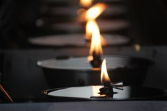 从一盏菜油灯的火焰 免版税库存图片