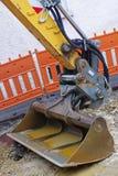 从一种黄色挖掘机的铁锹 免版税图库摄影