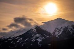 从上陶恩的看法在山Bruderkogel,Steinermandl,Schafgupf的日落的 库存图片