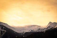 从上陶恩的看法在山Lackneralm和Schà ¼ ttnerkogel的日落的 免版税图库摄影