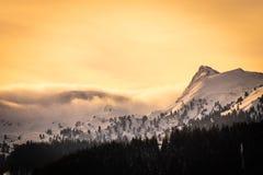 从上陶恩的看法在山Lackneralm和Schà ¼ ttnerkogel的日落的 免版税库存图片