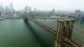 从上面射击布鲁克林大桥和哈得逊河 股票视频