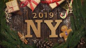 从上面注视着与绿色s的木字法`新年2019年` 股票录像