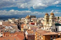从上面的卡利亚里,撒丁岛,意大利都市风景 免版税库存图片