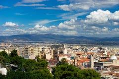 从上面的卡利亚里,撒丁岛,意大利都市风景 库存图片